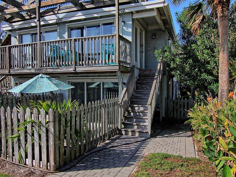 Ground floor condo on S. Fletcher; just steps to the beach., casa vacanza a Amelia Island