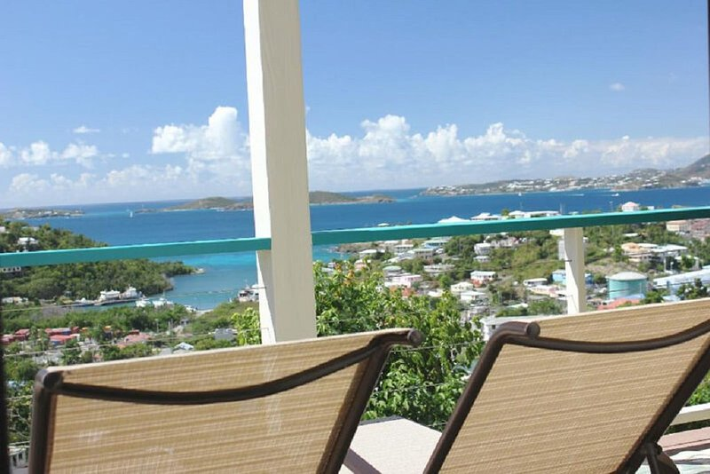 Cruz Views -Happy Hour - Your beautiful condo to enjoy many 'happy hours'!, alquiler de vacaciones en Caneel Bay