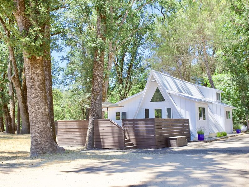 Alder Lodge - Tranquil Valley Retreat, holiday rental in Soda Bay
