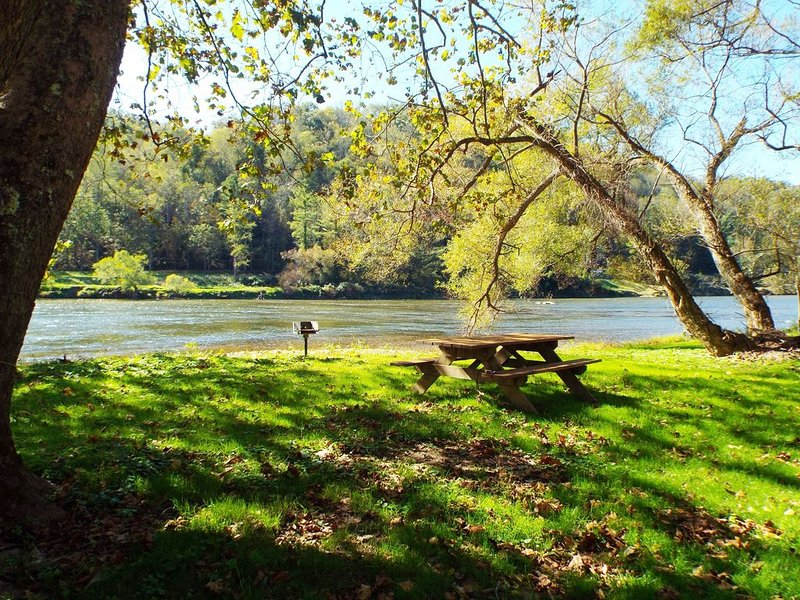 Your River Hideaway Awaits, alquiler vacacional en Austinville