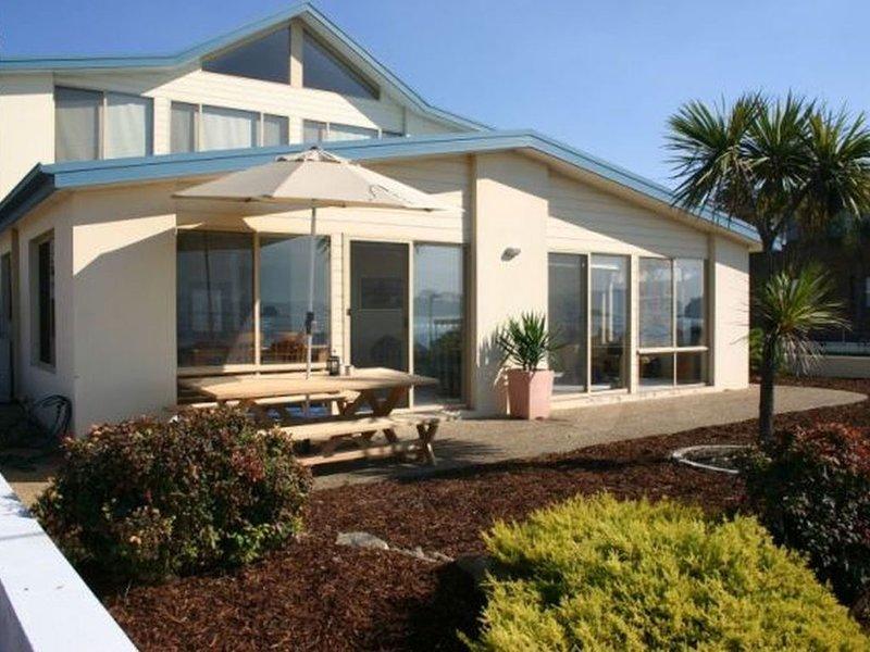 On Casey's - Batehaven, NSW, holiday rental in Batemans Bay
