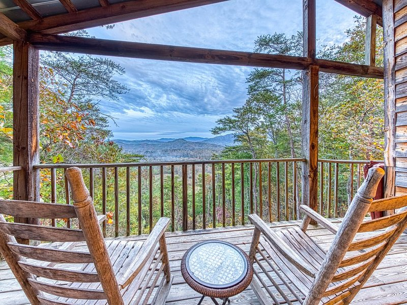 Secluded home w/ private indoor hot tub & sweeping mountain views - dogs OK!, holiday rental in Walland
