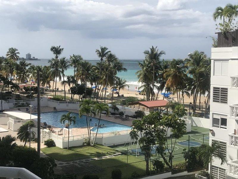 Beachfront luxury large condo unit, aluguéis de temporada em Carolina