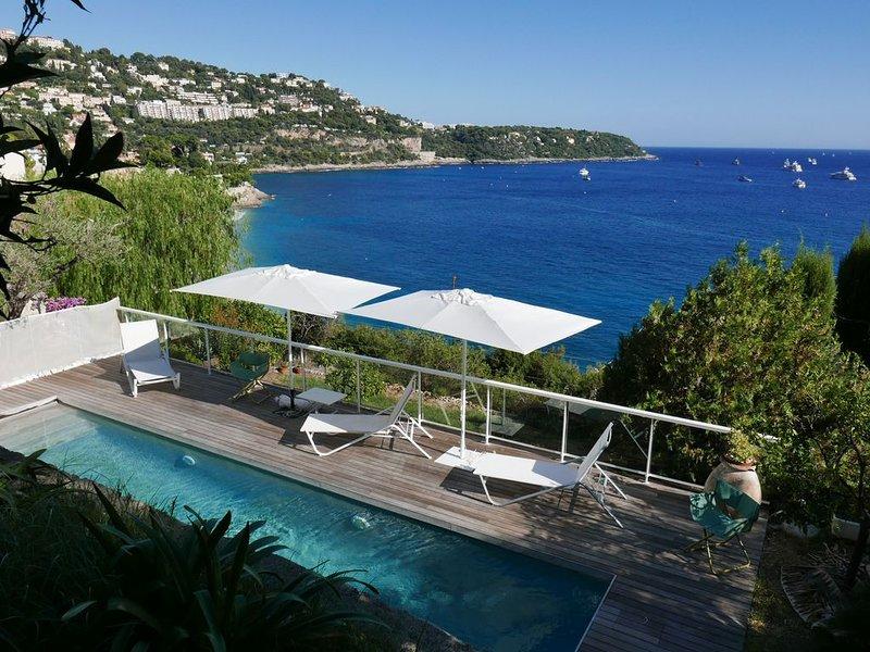 Dans villa rez de jardin, piscine privée vue mer exceptionnelle, 5mn de Monaco, vacation rental in Roquebrune-Cap-Martin