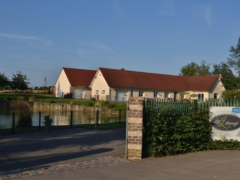 Le gîte les 2 étangs est une grande propriété pouvant accueillir 12 personnes, holiday rental in Bezinghem
