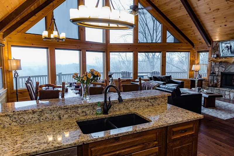 New Listing * Luxury MTN Home *Breathtaking Views *3 BR* Aska Adventure Area, location de vacances à Blue Ridge