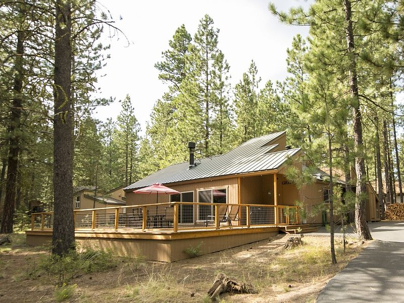 Great Family Cabin. Book Your Getaway Now!, holiday rental in Black Butte Ranch