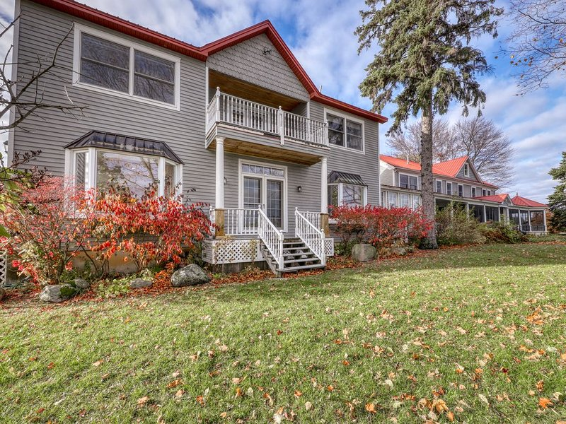 Dog-friendly lakefront home w/ gorgeous water views - great for large groups!, holiday rental in Champlain