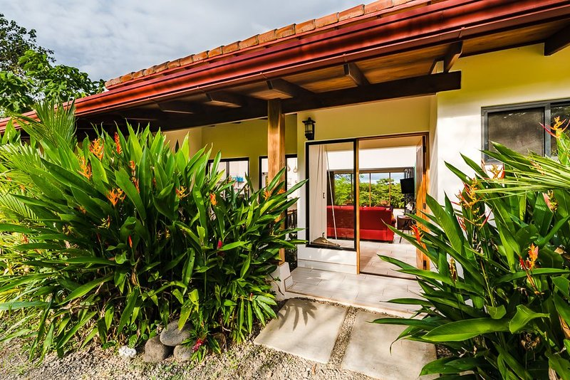 Casa Calma, 3BR Junquillal Villa w/Security System, holiday rental in Playa Junquillal