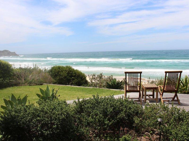 Azure on the Beach 2, Top 10 NSW Beachfront House, location de vacances à Pacific Palms