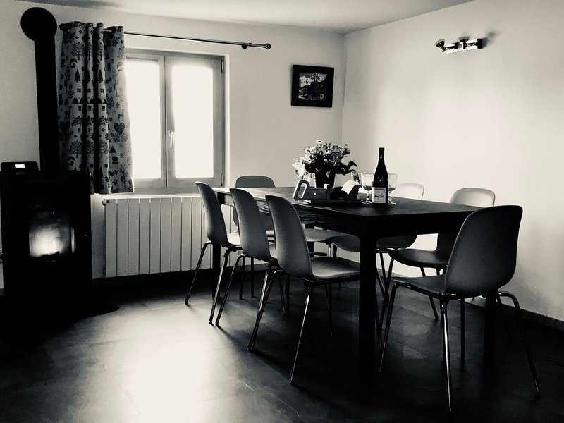 Appartement dans un chalet altitude au sommet des pistes de ski, holiday rental in Crest-Voland