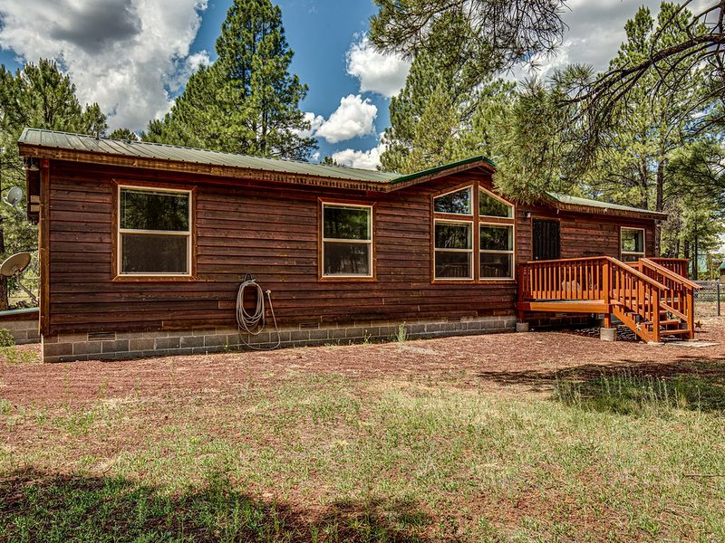 Bull Elk Lodge a cozy cabin in the woods of Northern Arizona, location de vacances à Williams