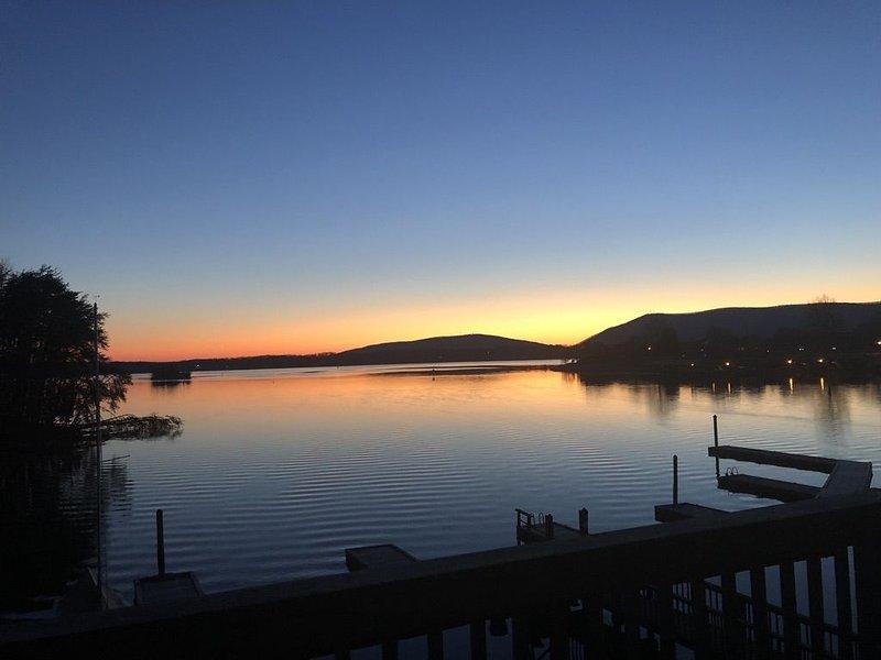 Paradise at the Lake. Amazing Lake and Mountain Views, alquiler vacacional en Moneta