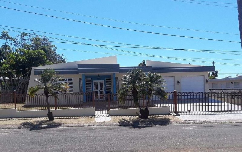 Entire home!  You'll have the house to yourself., holiday rental in Camaceyes