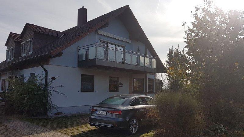 Ferienwohnung (65qm) im Dachgeschoss mit Balkon, vacation rental in Zandt