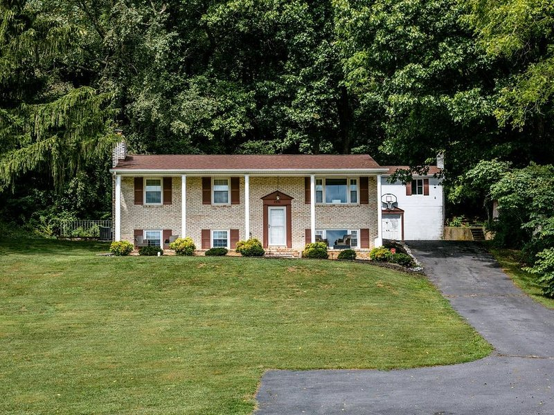 Clean, country air!!!! 3600 SF Home 5 BR, 3 BA!!!!Beautiful open field views!!!!, holiday rental in Dayton