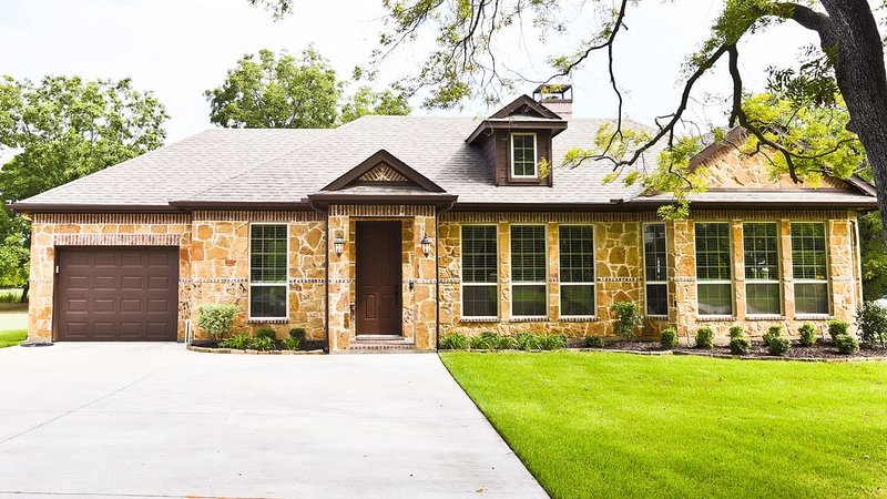 Beautiful and Secluded Sunnyvale Guest House Just a Short Drive From Dallas, holiday rental in Rockwall