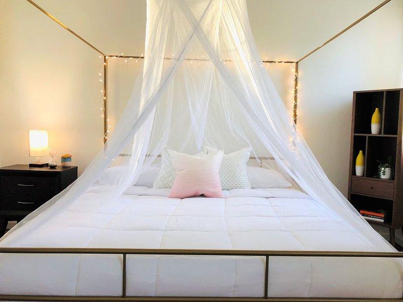 Nulu Charmer, KG Bed, holiday rental in Jeffersonville