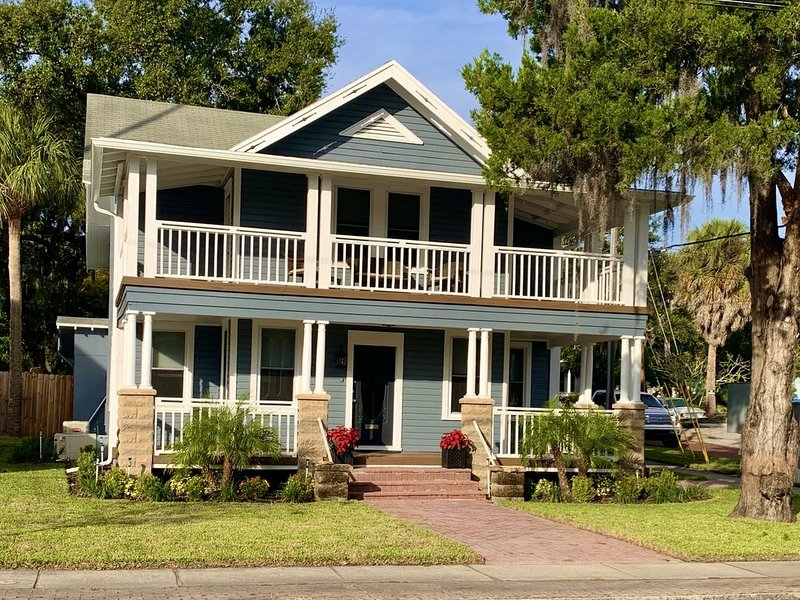 Tarpon House-100 year old upscale restored estate home in the center of the city, holiday rental in Tarpon Springs
