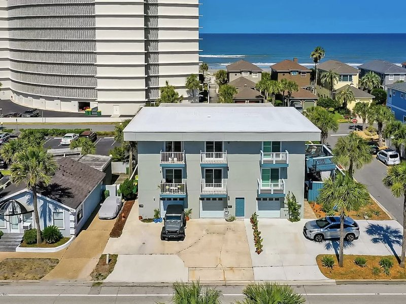 Private Suite Steps from the Beach!, alquiler vacacional en Jacksonville Beach