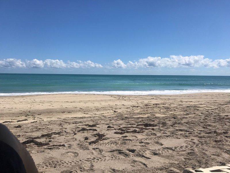 Beach Front Condominium on the beautiful Florida Atlantic Coast, casa vacanza a Stuart