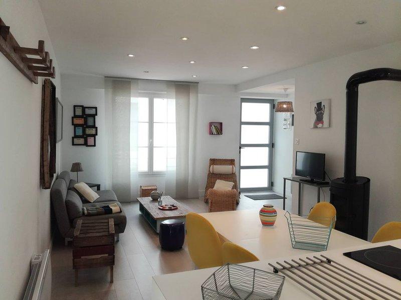 Maison avec cour à 3 mn du Remblai et 3 mn du centre ville des Sables., aluguéis de temporada em Les Sables-d'Olonne