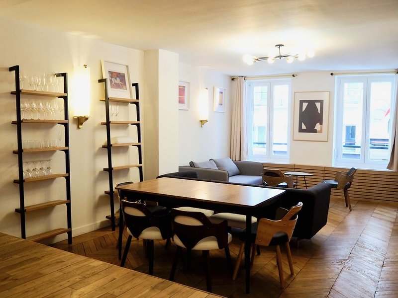 Renovated apartment in the heart of St-Germain-des-Près, holiday rental in Paris