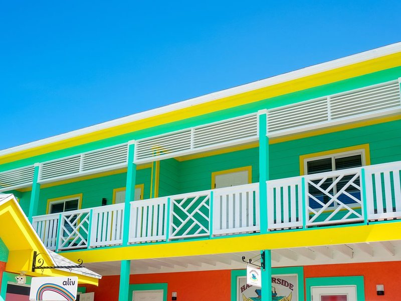 Summer Special Harbourside Apt with Free Golf Cart, holiday rental in Eleuthera