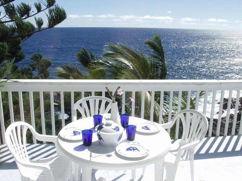 Oceanfront Home In Beautiful Tropical Area, by black sand beach- Oceana Hawaii, vacation rental in Pahoa