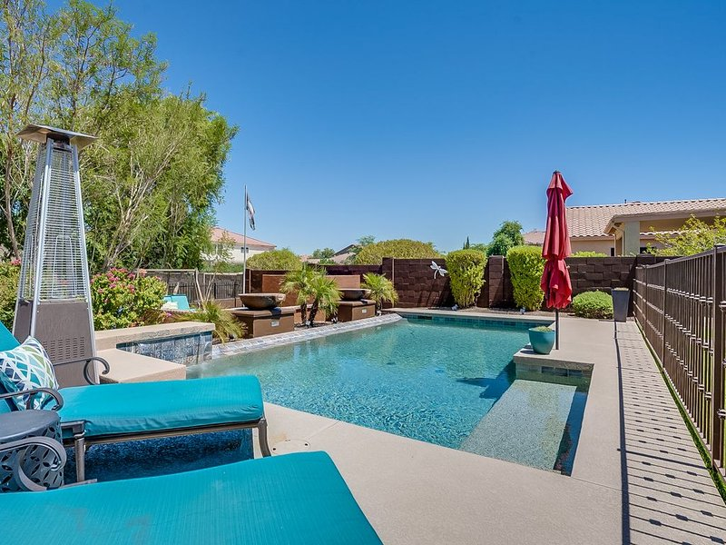 Beautiful Oasis in the Desert - HEATED POOL & HOT TUB, alquiler de vacaciones en Phoenix