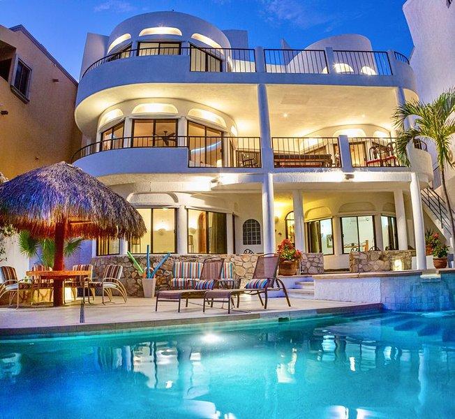 3 level Home Cabo San Jose with Ocean/Golf Course Views from all windows, location de vacances à San Jose Del Cabo