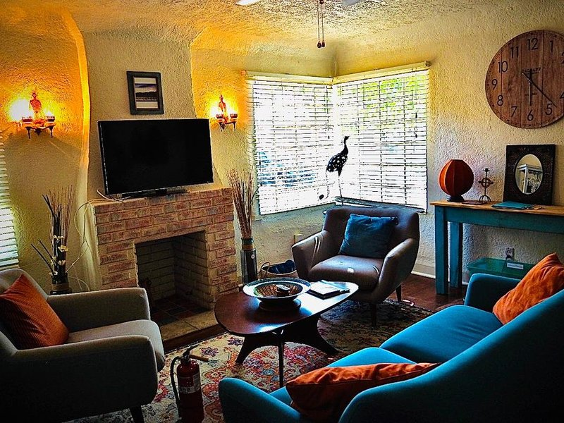Old Town/Route 66 -  Cute, comfy, clean 2 Bed/2 Bath Traditional adobe home., holiday rental in Albuquerque
