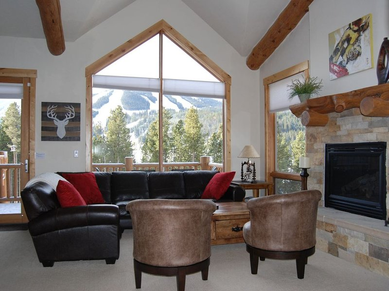 3 BR  with Private Hot Tub and views of the slopes in prestigious Lakota!!, casa vacanza a Winter Park