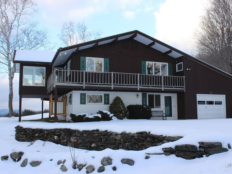 Wide Open Mountain and Valley Views, Beautiful Sunsets, Scenic Southern Vermont, location de vacances à North Springfield