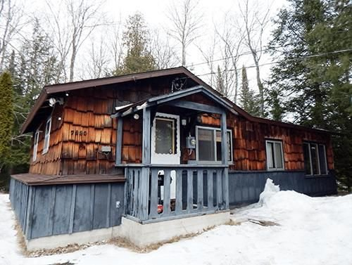 BLACK BEAR LODGE: (AU SABLE RIVER): Snowmobile from this cabin!, holiday rental in Crawford County