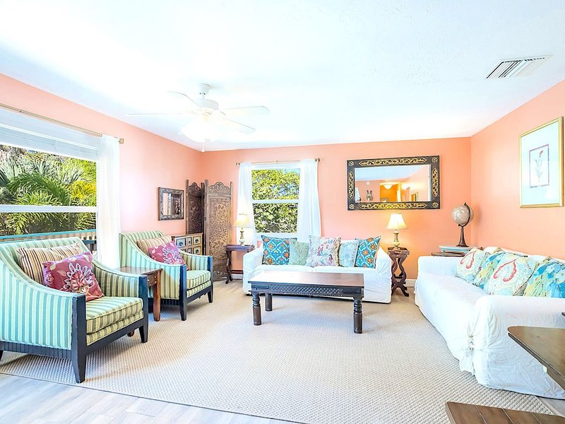 Eight Steps to the #1 Beach in the Country! - Old Man and the Sea Inn 2BR (A), casa vacanza a Gulf Gate Estates