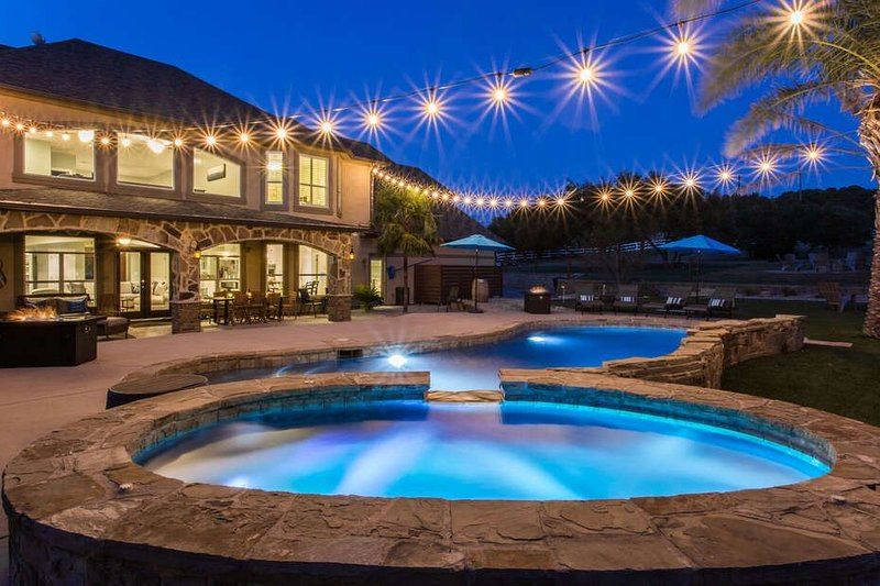 Ranch Estate With Pool and 4 Hole Golf Course! Sleeps 26 - Luxury Vacation Exper, vacation rental in Dripping Springs