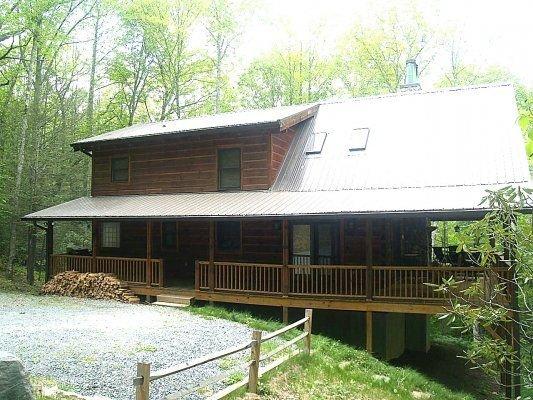 Log Heaven 1 or 2 Bedroom Log Cabin in Banner Elk NC, vacation rental in Valle Crucis