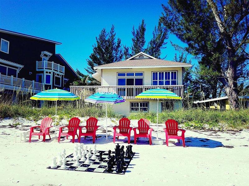 Breathtaking Views and Lasting Memories - Beachfront Fun & Relaxation, aluguéis de temporada em Anna Maria