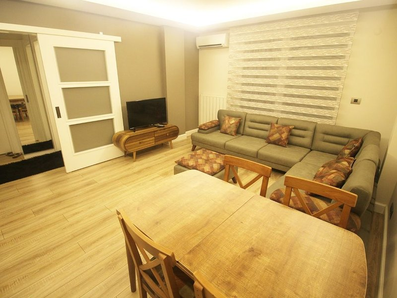New furnished flat in the Heart of Istanbul sisil, holiday rental in Gaziosmanpasa
