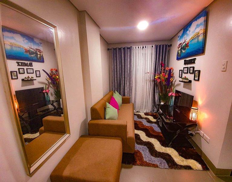 Stylish & Cozy 2BR Condo! Fits 8! Central Location!, location de vacances à La Union Province