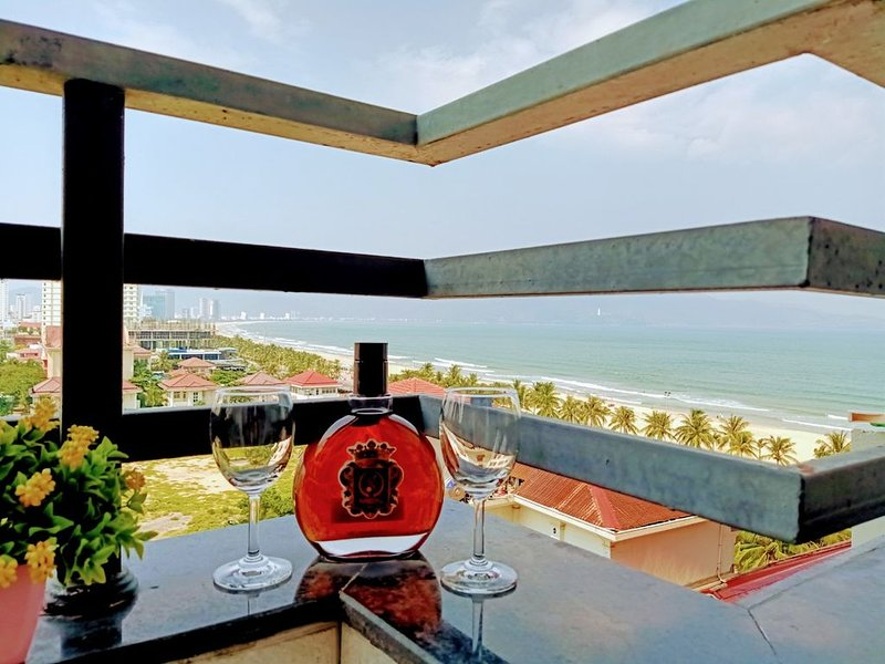 Homestay 934 Ocean view-2BR, 2Bath Apartment - 1min walk to beach, aluguéis de temporada em Da Nang
