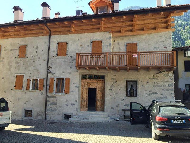 Dolomiti di Brenta, tipica casa di montagna di recente ristrutturazione,, location de vacances à Carisolo