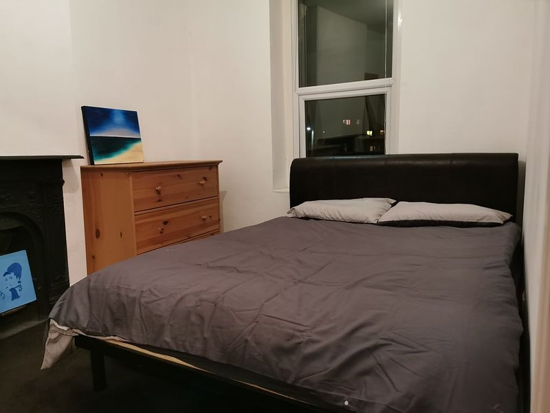 Comfortable Private Double Room, alquiler de vacaciones en Kingswood
