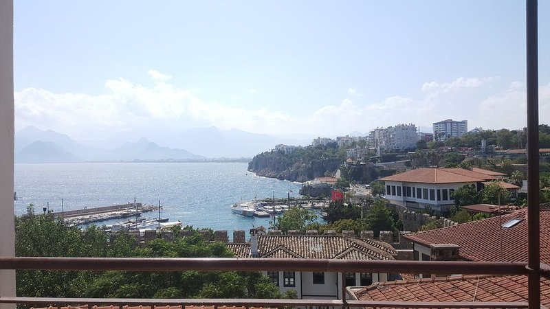 Beautiful sea-view flat in lovely old town, location de vacances à Antalya