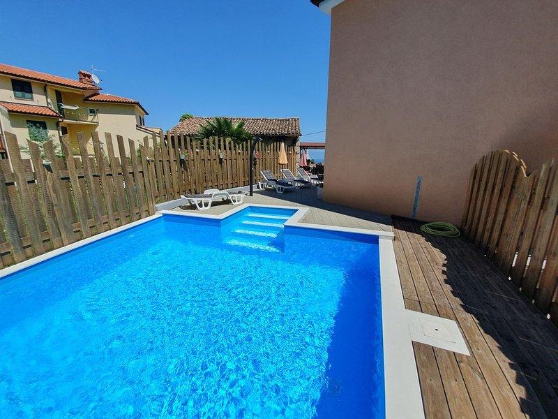 Ferienwohnung mit privatem POOL und blick an Meer, holiday rental in Ucka Nature Park