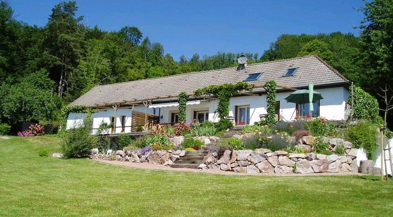 ***OASE DER RUHE ***, holiday rental in Lucenay-l'Eveque