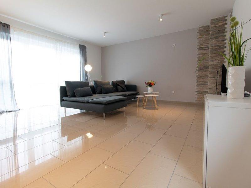 moderne 80m² Wohnung im ersten Obergeschoss – semesterbostad i Nackenheim
