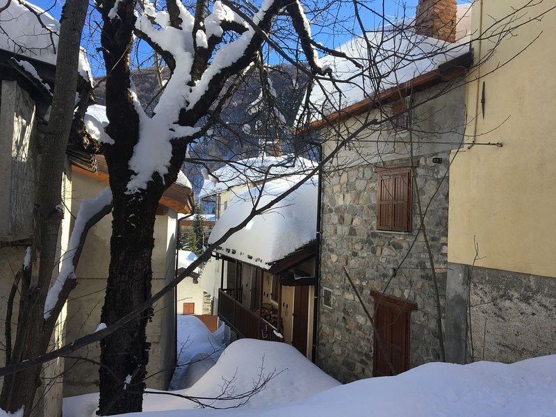 Maison de charme  dans village traditionnel de montagne, tout confort., vakantiewoning in Boves