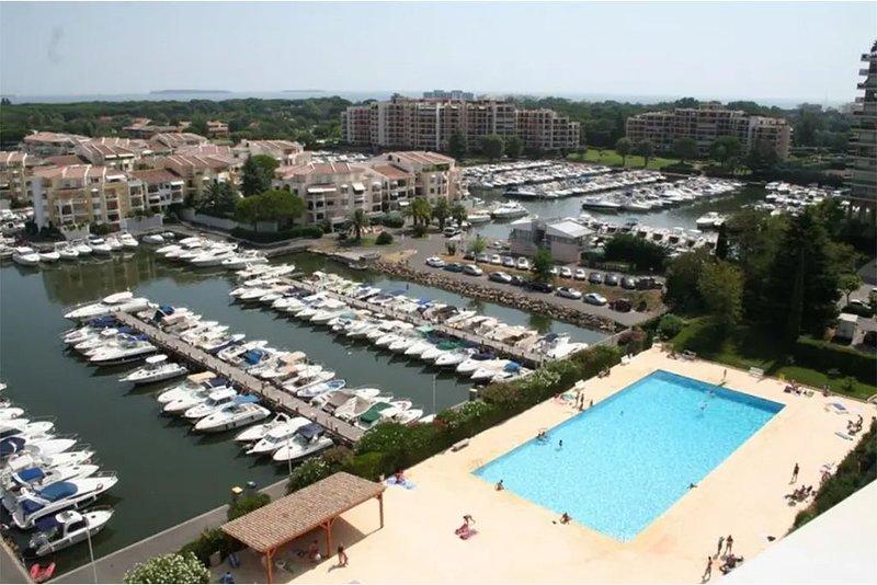 Logement de qualité en copropriété proximité plages|marina|golf|commodités., holiday rental in La Napoule
